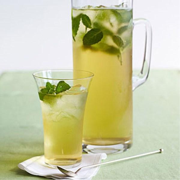El té verde frío es una bebida recurrente entre los deportistas
