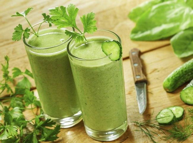 Receta zumo verde de menta y kefir de agua